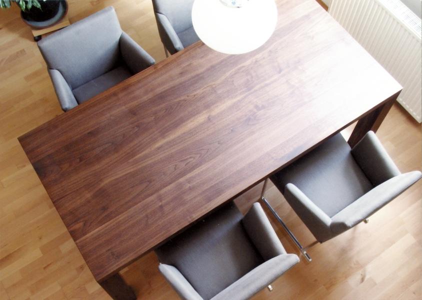 Esstisch nussbaum  Janda und Dietrich - Einzelstücke: Tisch